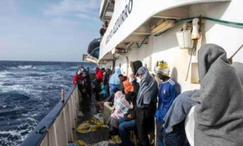 Espanha resgata 245 imigrantes no Estreito de Gibraltar.