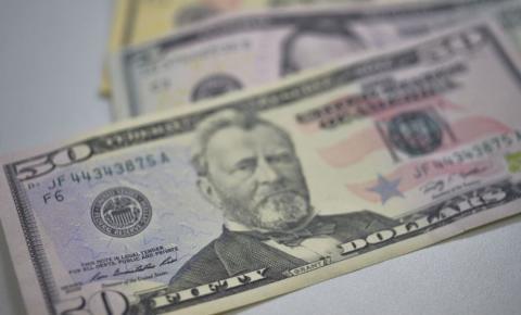Apesar da alta de hoje, dólar fecha julho em queda de 3,16%.