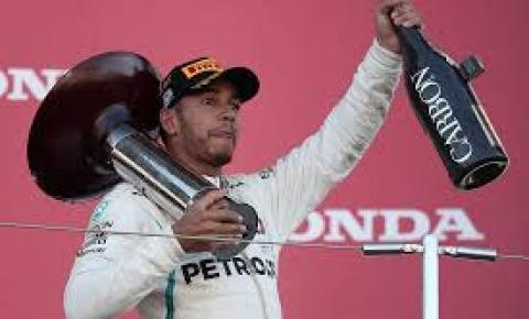 Hamilton diz se inspirar em Senna e nega meta de superar Schumacher