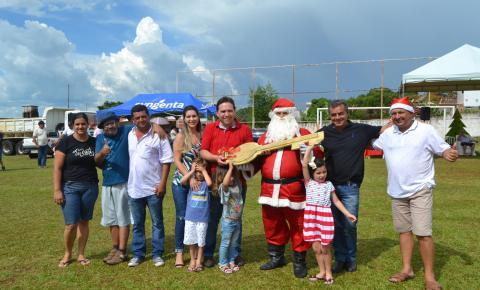 Criançada faz a festa com chegada do Papai Noel e distribuição de presentes em Ibaiti