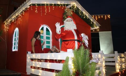 Ruas enfeitadas e Casas do Papai Noel iluminam cidade de Ibaiti