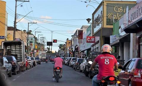 Falta de vagas de estacionamento no centro de Siqueira Campos prejudica população