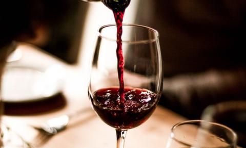Qual é a diferença entre vinhos de corpo leve, médio e encorpado?