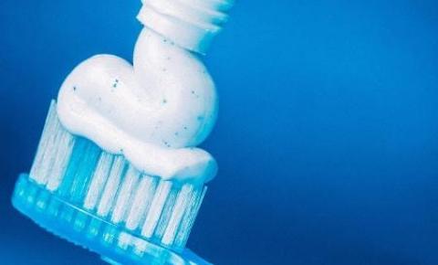 Você provavelmente escova seus dentes errado; aprenda de vez o jeito certo