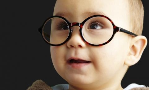 9 sinais de que o seu filho está com algum problema de visão