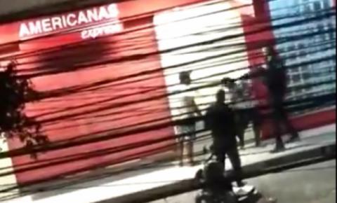 Policial militar agride homem rendido em Itaboraí