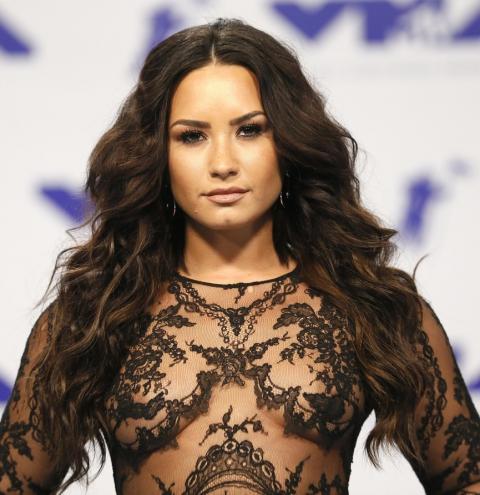 Demi Lovato sofreu overdose após festa que durou a noite inteira em casa, diz site.